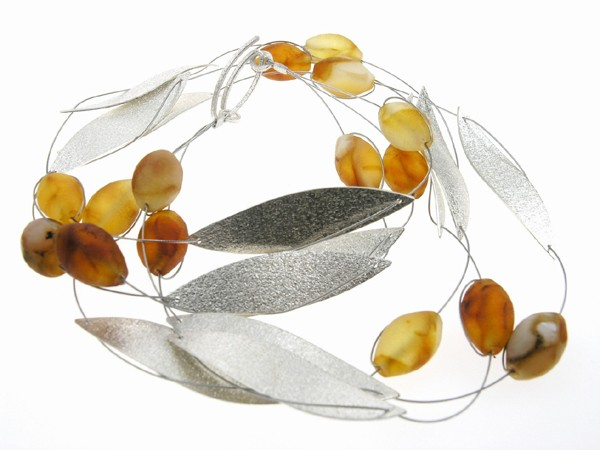 Leave and berries amber necklace