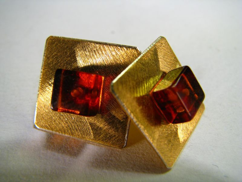 Gold plated square earring with cognac Baltic amber square in the center