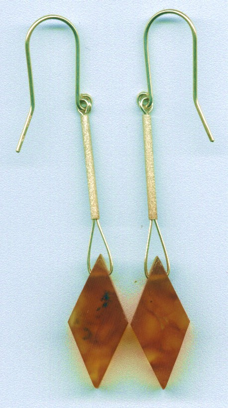 Diamond shaped cognac Baltic amber earring